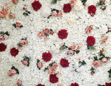 Heavens_group_flower_wall